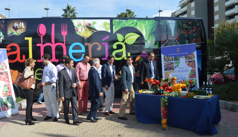 Un Bus con productos almerienses en 'Fruit Attraction'